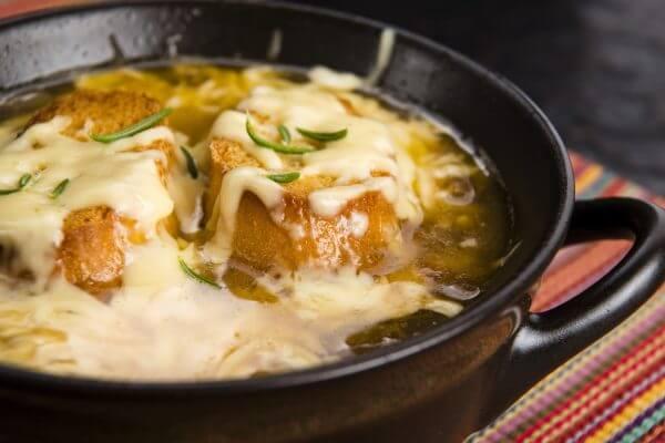 Prancūziška svogūninė sriuba